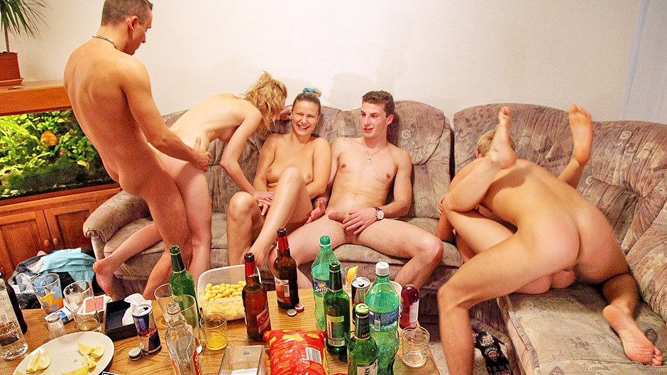 Жесткая русская групповуха с пьяной девушкой